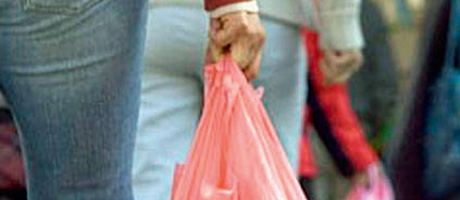 Shops group welcomes charity move on bags