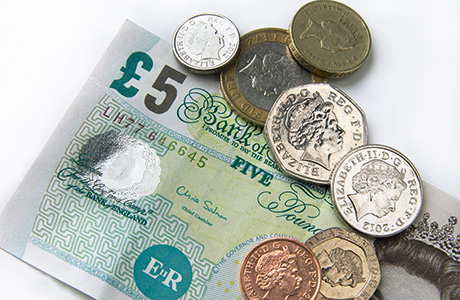 sh-cash-bank-of-england-fiver-and-coins