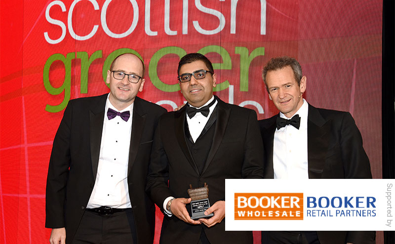 Booker retail development controller Derek Ralton and Alexander Armstrong present the Independent Retailer of the Year award to Faraz Iqbal, Premier Linktown Local, Kirkcaldy.