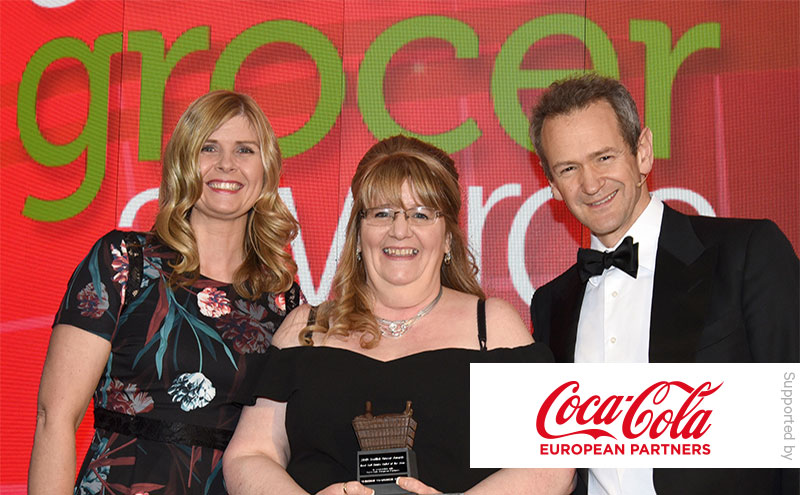 Coca-Cola European Partners and Alexander Armstrong present Best Soft Drinks Outlet of the Year award to Tracy McNeil, Clydebank Co-op Kilbowie.